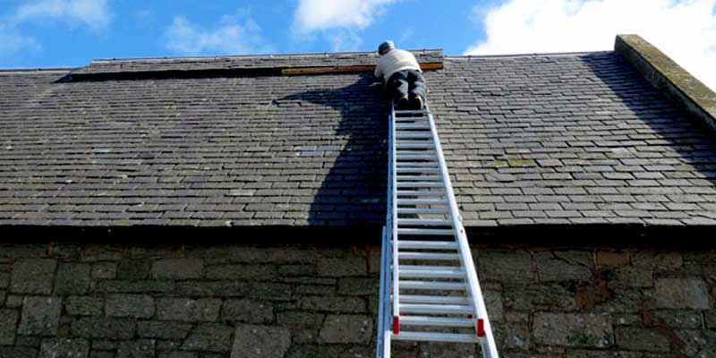 How to put a ladder on a sloped roof?
