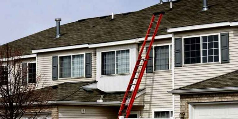 What size ladder for 2 story house?